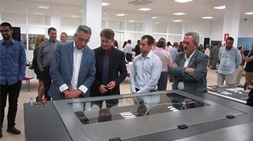 Presentación empresa CNC Bárcenas en Valdepeñas con autoridades